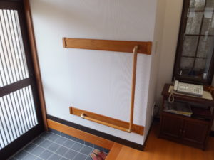 玄関手摺り 住宅改修