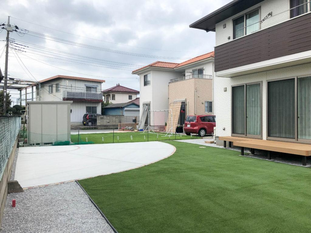 お庭工事、土間コンクリート、人工芝・デッキ・砂利敷き