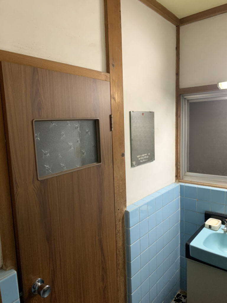 トイレ入り口2